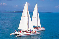 Cayman-activities-catamaran-sailing